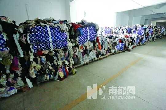 Quần áo siêu rẻ từ bãi rác và nhà xác