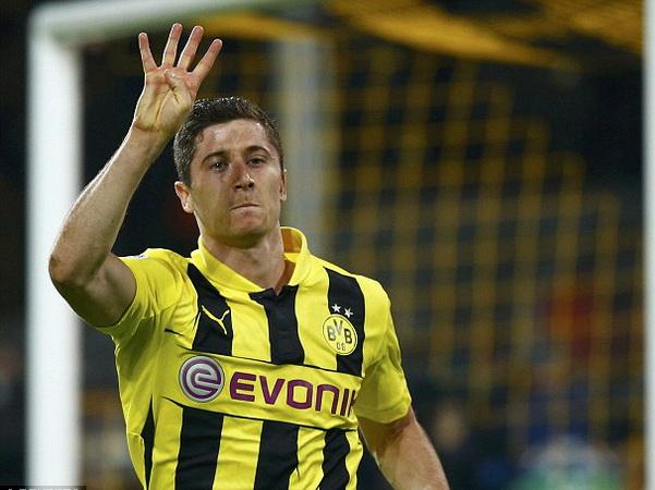 """Bên lề chung kết C1: Bayern Munich bị Dortmund """"phản đối"""" trong vụ Lewandowski"""
