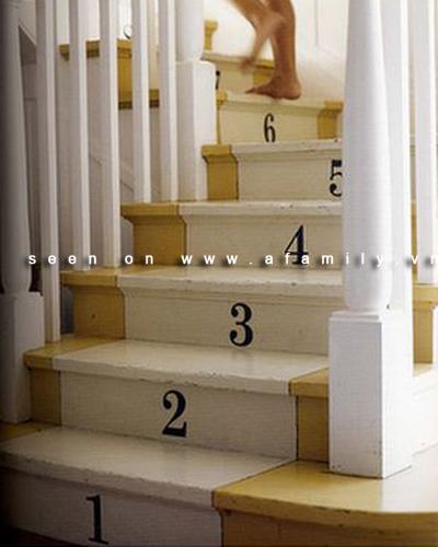 Trang trí cho cầu thang bớt tẻ nhạt