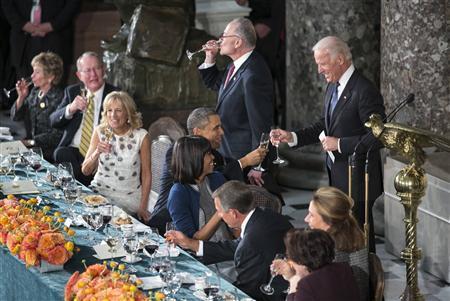 Tổng thống Obama và Phó Tổng thống Biden cụng ly trong bữa tiệc trưa sau lễ nhậm chức.