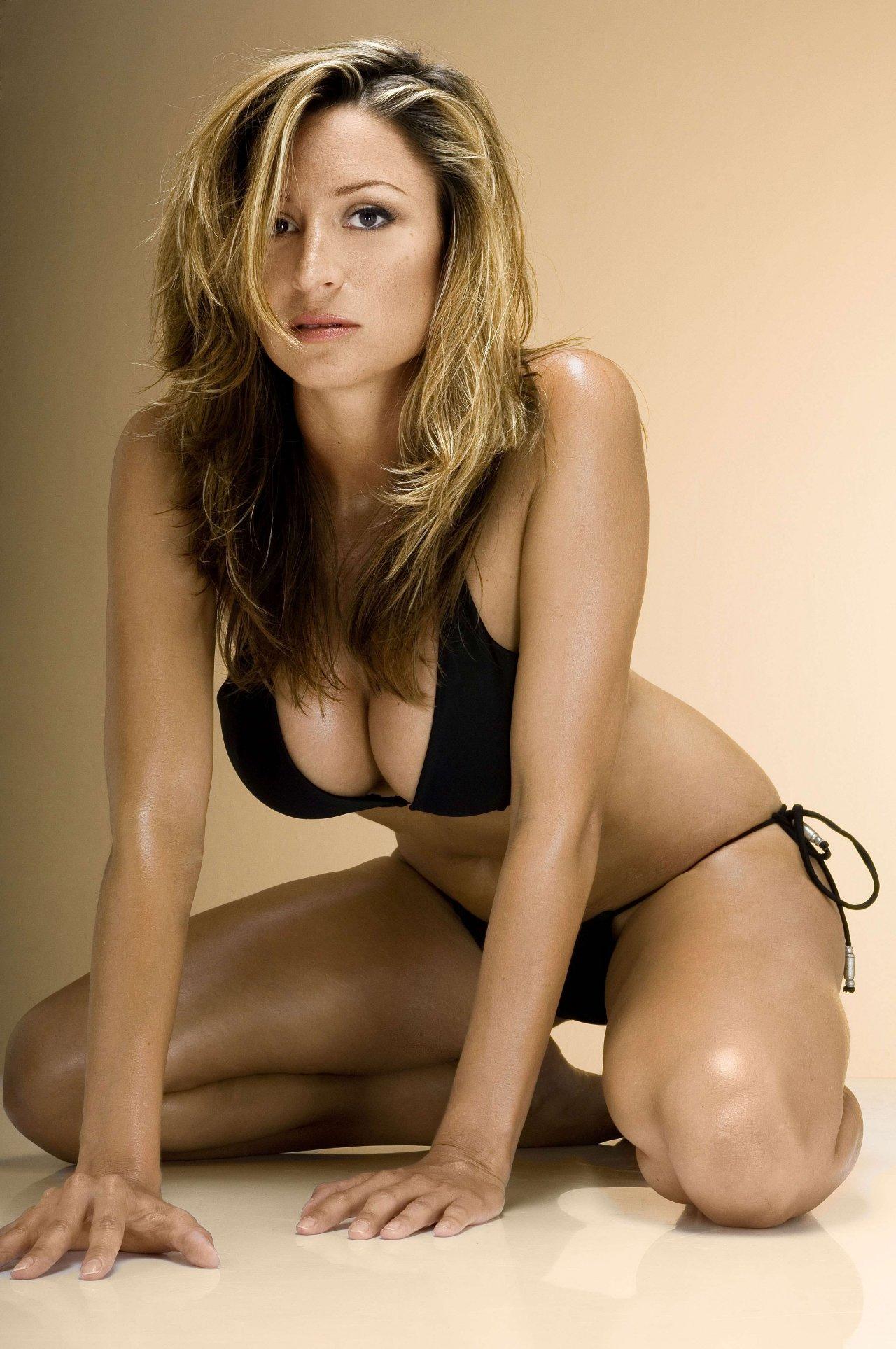 Hậu trường - Cô 'thư ký tình' cực sexy của Beckham (Hình 2).