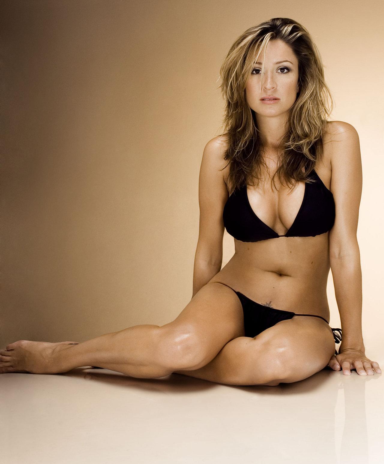 Hậu trường - Cô 'thư ký tình' cực sexy của Beckham (Hình 8).