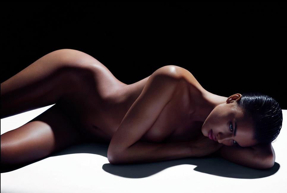 Irina cùng hàng loạt sao nude vì môi trường