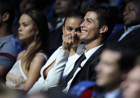 """Những giây phút """"lộ hàng"""" của bồ Ronaldo"""