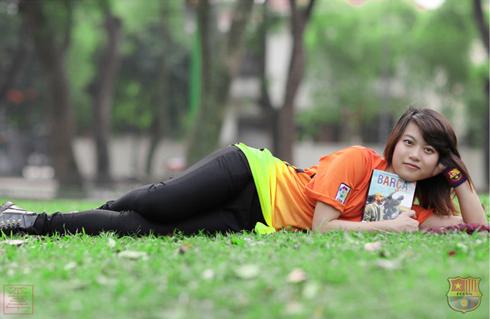 Hậu trường - Cule nữ Việt Nam xuất hiện rạng ngời trên báo Tây Ban Nha (Hình 8).