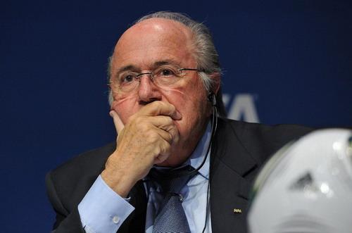 Chủ tịch FIFA bị… quân Syria tấn công