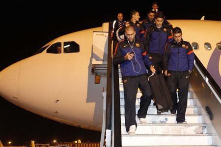 Bóng đá Quốc tế - Chùm ảnh: Barca trở về với tâm trạng nặng nề