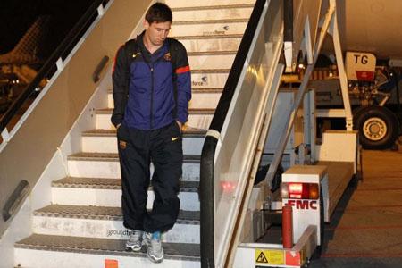 Bóng đá Quốc tế - Chùm ảnh: Barca trở về với tâm trạng nặng nề (Hình 4).