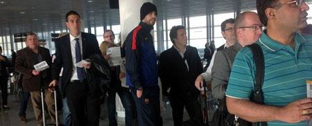 Bóng đá Quốc tế - Chùm ảnh: Barca trở về với tâm trạng nặng nề (Hình 10).