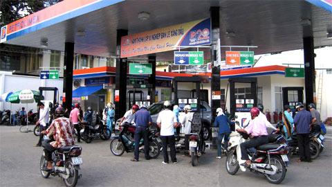 Petrolimex lãi 125 tỉ đồng từ xăng dầu