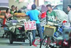 Tiêu điểm - Trung Quốc: Bán quần áo siêu rẻ từ bãi rác và nhà xác (Hình 2).