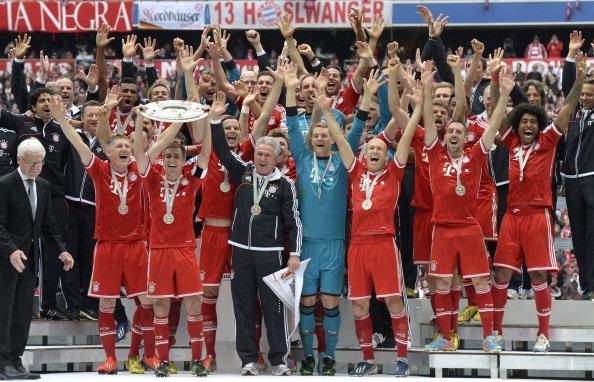 Chùm ảnh: Chiến thắng trên sân nhà, Bayern đón Đĩa bạc hoàn hảo