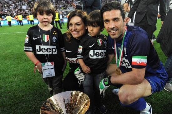 Hậu trường - Dàn WAGs Juventus đẹp lung linh trong đêm trao Cúp (Hình 4).