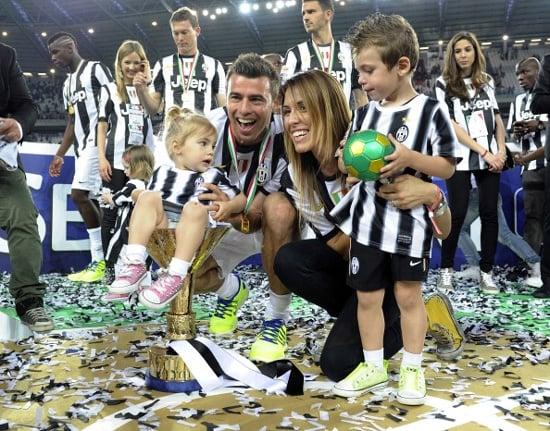 Hậu trường - Dàn WAGs Juventus đẹp lung linh trong đêm trao Cúp (Hình 5).