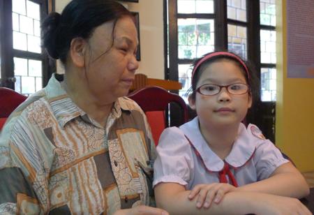 Rơi nước mắt trước lá thư gửi bà của bé lớp 3