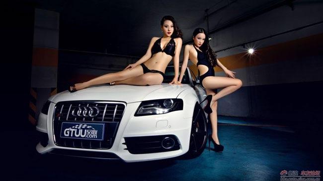 Hai người đẹp thi nhau tạo dáng cùng Audi trắng muốt