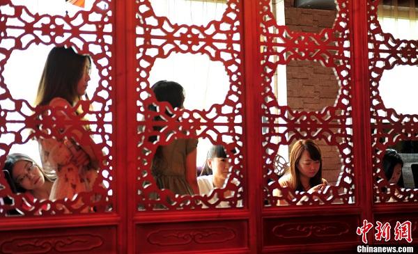 Đại gia Trung Quốc tuyển vợ như vua tuyển cung phi