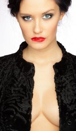 Hình ảnh Hoa hậu Nga: Sau khỏa thân sẽ là… số 15