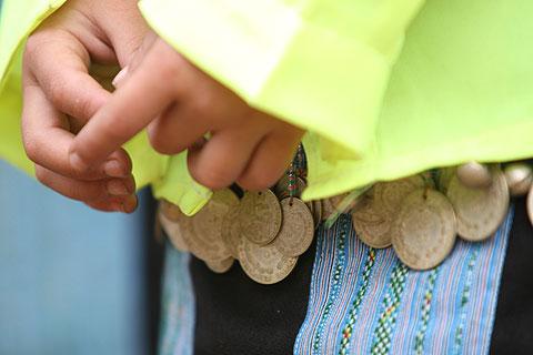Hình ảnh Tiếng nhạc trên trang phục người Mông ở Mộc Châu số 3