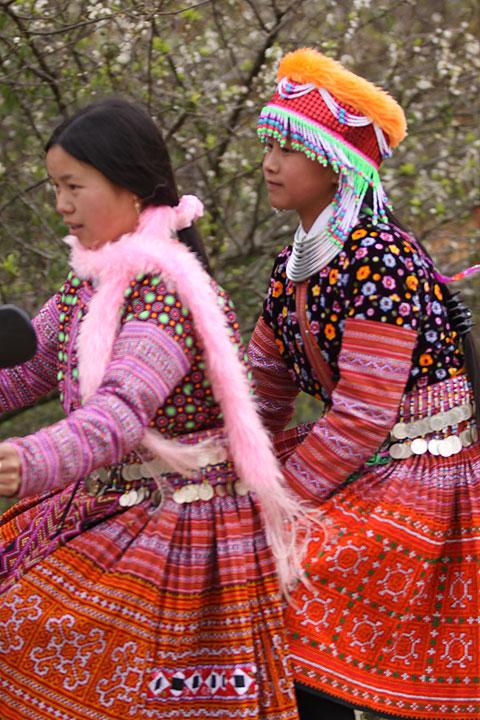 Hình ảnh Tiếng nhạc trên trang phục người Mông ở Mộc Châu số 2