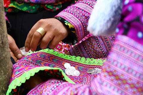 Hình ảnh Tiếng nhạc trên trang phục người Mông ở Mộc Châu số 4