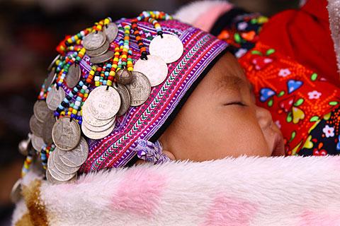 Hình ảnh Tiếng nhạc trên trang phục người Mông ở Mộc Châu số 6