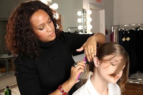 Hình ảnh Cách làm cực dễ để có tóc búi quyến rũ số 6