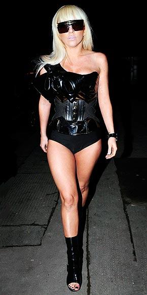 [25/01/2010]Lady GaGa: Tự biết mình rất quyến rũ! Lady-gaga-10