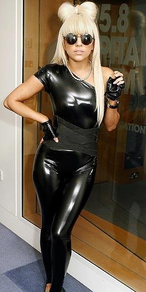[25/01/2010]Lady GaGa: Tự biết mình rất quyến rũ! Lady-gaga-11