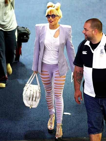 [25/01/2010]Lady GaGa: Tự biết mình rất quyến rũ! Lady-gaga-14