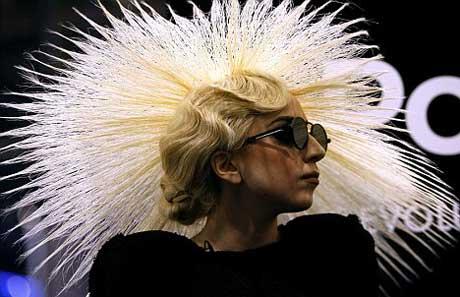 [25/01/2010]Lady GaGa: Tự biết mình rất quyến rũ! Lady-gaga-19