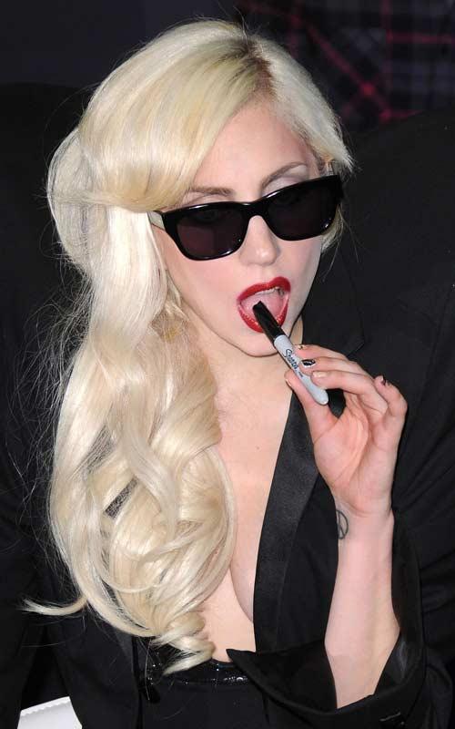 [25/01/2010]Lady GaGa: Tự biết mình rất quyến rũ! Lady-gaga-27
