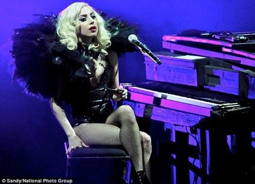 [25/01/2010]Lady GaGa: Tự biết mình rất quyến rũ! Lady-gaga-5