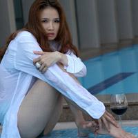 Hình ảnh Hoa hậu Cao Thùy Dương khoe nội y bên bể bơi số 1