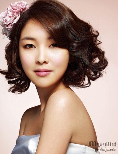 Hình ảnh Làm đẹp cho cô dâu tóc ngắn số 4