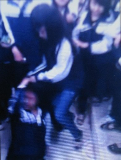 """Hình ảnh Xuất hiện clip nữ sinh đánh bạn dã man hơn vụ """"Quỳnh Anh"""" số 1"""