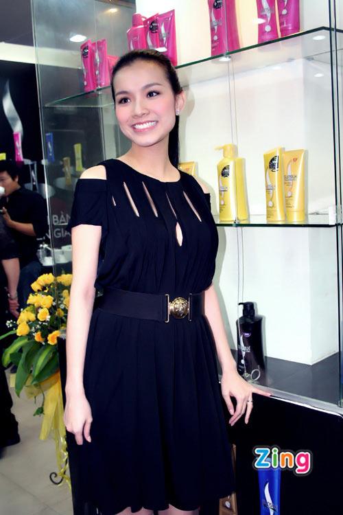 Hoa hậu Thùy Lâm 'lộ' bụng bầu
