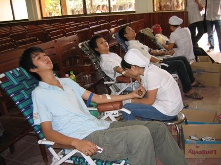Hình ảnh 500 sinh viên ĐH Giao thông vận tải hiến máu nhân đạo số 1