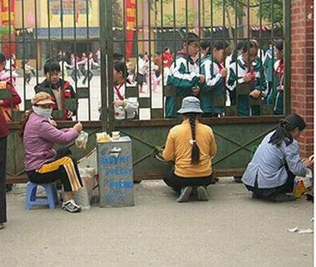 Hình ảnh Hàng rong cổng trường: Không chỉ là ý thức học sinh số 8