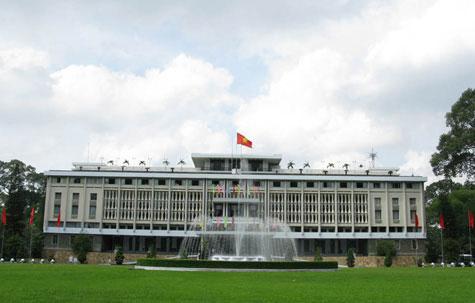 11h30 phút ngày 30 tháng 4 năm 1975, cờ Tổ quốc tung bay trên nóc Dinh Độc Lập, đánh dấu mốc son lịch sử vẻ vang khi non sông nối liền một cõi, hai miền đất nước hoàn toàn được thống nhất, chính là đỉnh cao của chiến dịch Hồ Chí Minh lịch sử.