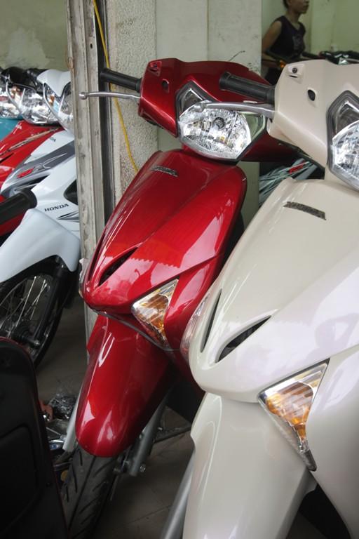 Hình ảnh Honda Lead lại loạn giá vì màu mới số 4