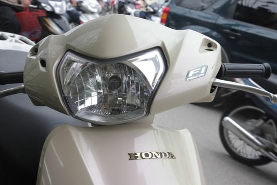 Hình ảnh Honda Lead lại loạn giá vì màu mới số 7