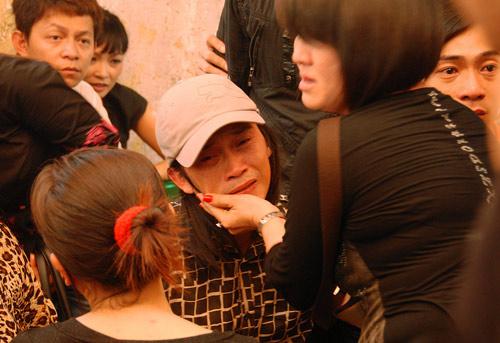 Hình ảnh Những giọt nước mắt trong đám tang Hữu Lộc số 4