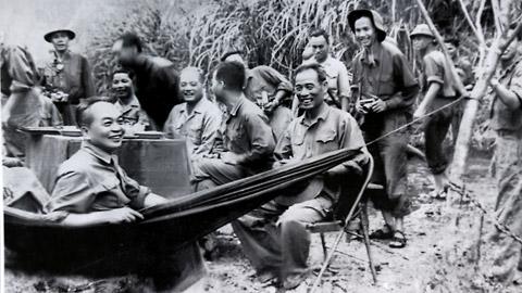 Hình ảnh Mừng thọ Đại tướng Võ Nguyên Giáp tại nhà riêng số 1
