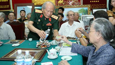Hình ảnh Mừng thọ Đại tướng Võ Nguyên Giáp tại nhà riêng số 3