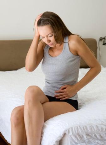ra khí hư màu xanh khi mang thai