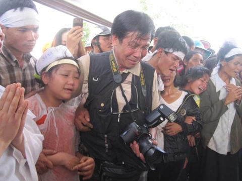 Hình ảnh Những hình ảnh đau buồn trong lễ tang NSND Y Moan số 10