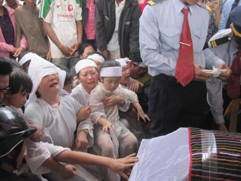 Hình ảnh Những hình ảnh đau buồn trong lễ tang NSND Y Moan số 15