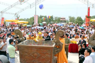 Hình ảnh Chủ tịch nước dự lễ khánh thành tượng đài Thánh Gióng số 3