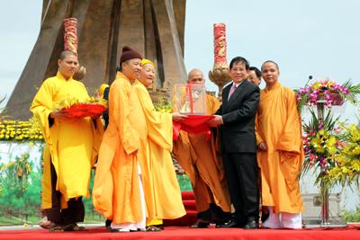 Hình ảnh Chủ tịch nước dự lễ khánh thành tượng đài Thánh Gióng số 4